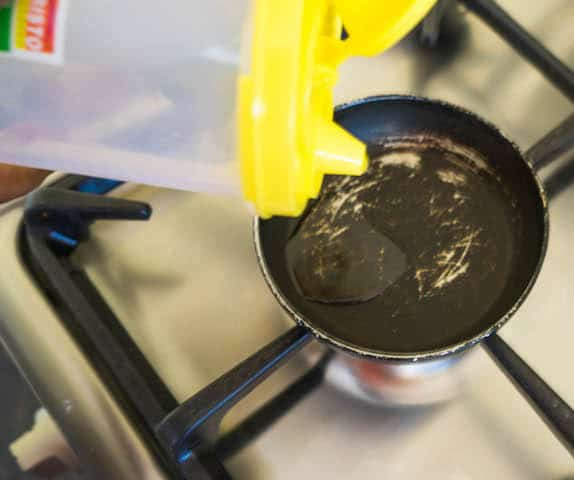 Heat up a oil in small pan.