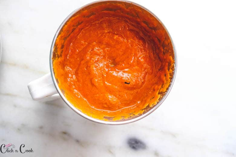 tomato puree in blender jar