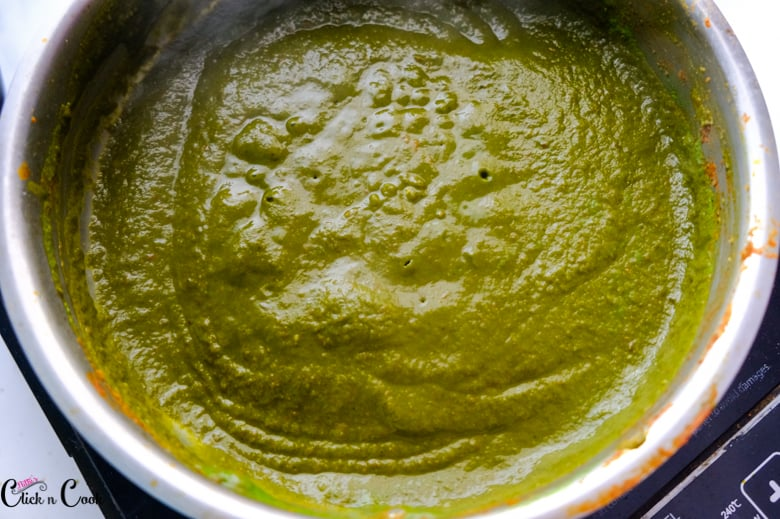 spinach gravy is being cooked in saute pan