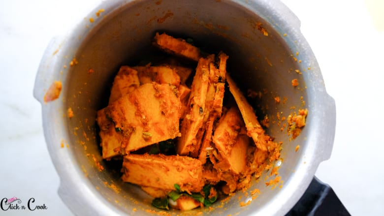 yam with spices are in deep pot