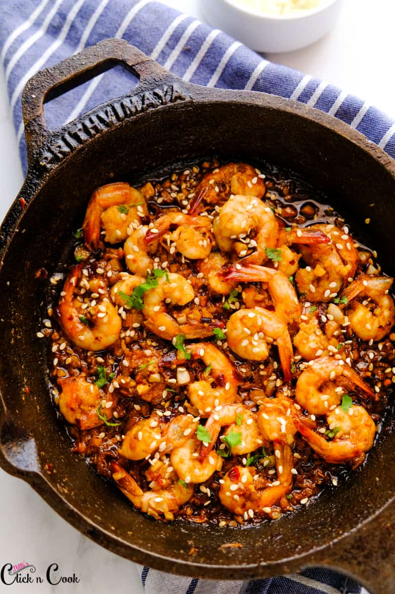 chilli garlic shrimps served in cast iron pan