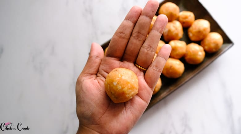chicken ball is rolled in palm